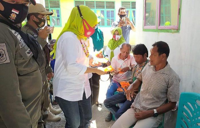 Dukung Gebrak Masker, PKK Selayar Kembali Bagikan Masker ke Warga.
