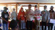 Bupati Barru Suardi Saleh saat bersilaturahmi dengan petani Bawang Merah di Paddumpu, Desa Balusu, Barru.