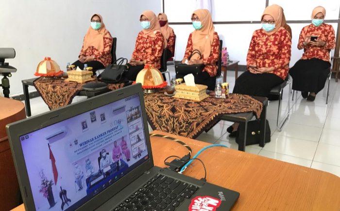 Ketua DWP Selayar Ikuti Webinar Kanker Prostat.