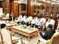 Prof. HM Nurdin Abdullah menerima kunjungan dari General Manajer PLN Unit Induk Wilayah Sulsel, Barat dan Tenggara, Ismail Deu dan rombongan di Kantor Gubernur Sulawesi-Selatan, Selasa (22/9/2020).