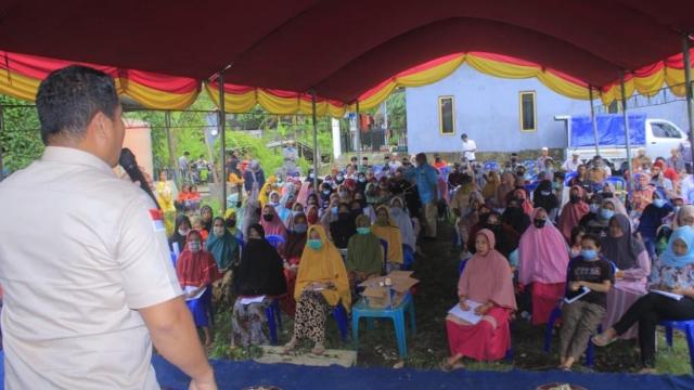 Ratusan Warga Hadiri Sosper Wajib Belajar Bersama H Irwan