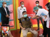 Basli Ali Jadi Orang Pertama Disuntik Vaksin Covid-19 di Selayar