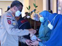 Gubernur Sulsel Bagikan Seribu Bibit Mangrove di Takalar