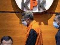Nurdin Abdullah (rompi orange) usai Konferensi Pers yang digelar KPK di Gedung Merah Putih, Jakarta, Minggu (28/02/2021) dini hari