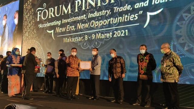 Pemkab Selayar Terima Piagam Penghargaan Pinisi Sultan Award 2021.