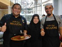 Berbaur dengan Penikmat Kopi, RG Apresiasi Kedai Kopi Megazone di Makassar