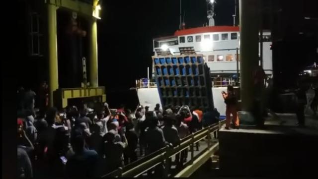 KM Bontoharu Akhirnya Sandar di Pelabuhan Pamatata