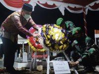 Plt Gubernur Sulawesi Selatan, Andi Sudirman Sulaiman menghadiri secara langsung upacara pemakaman secara militer jenazah Almarhum Praka Muhammad Dhirhamsyah
