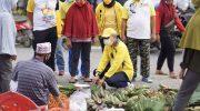 Taufan Pawe Borong Jualan dan Traktir Warga di Pasar Sentral Masamba
