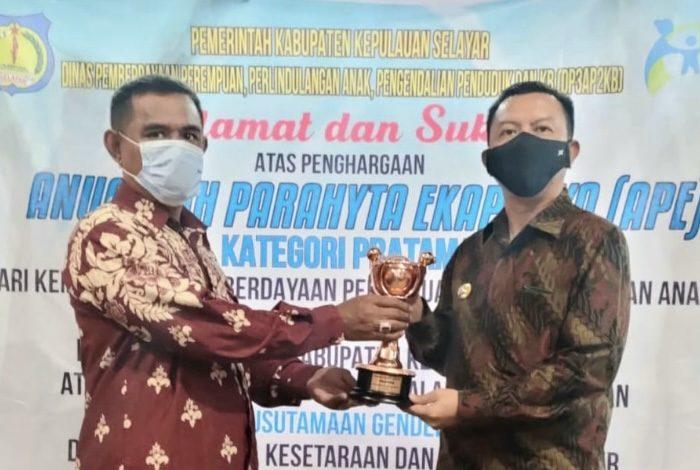 Bupati Selayar Terima Penghargaan Anugerah Parahita Ekapraya 2020