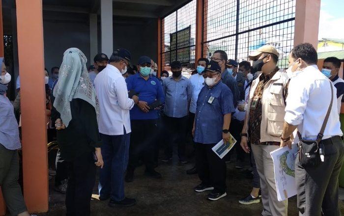 Rombongan Staf Ahli Menteri PUPR saat meninjau Kawasan Niaga di Parepare