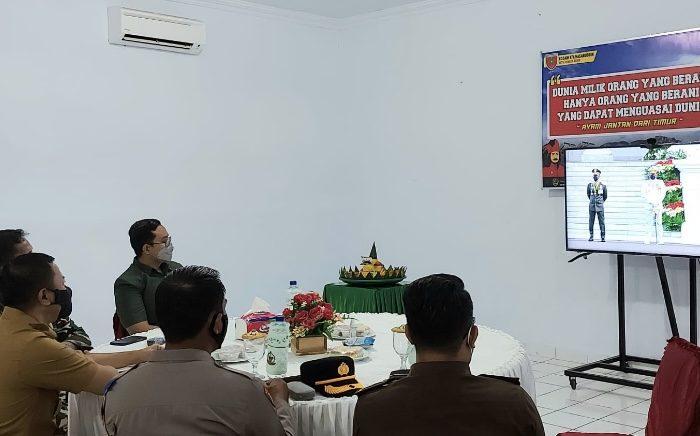 Bupati Kepulauan Selayar H. Muh. Basli Ali mengikuti upacara Hari Ulang Tahun ke-76 TentaraNasional Indonesia (TNI) secara virtual