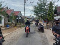Bupati Selayar, H. M. Basli Ali mengendarai motor jenis trail menuju Desa Sambali, Kecamatan Pasimarannu untuk menghadiri undangan warga.