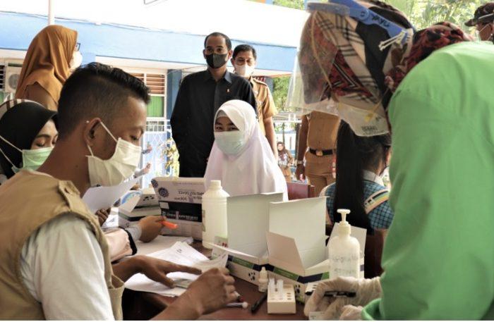 Ketua DPRD dan Ketua Komisi D Pantai Simulasi PTM se-Kota Makassar